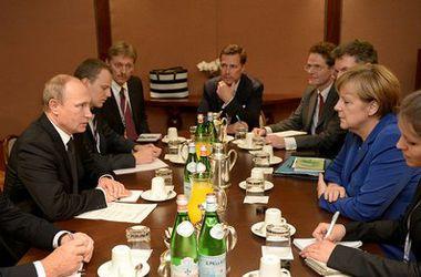 Путину со второй попытки удалось встретиться с Меркель