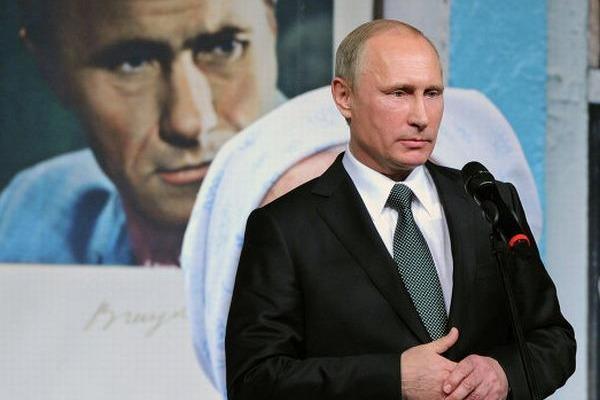 В. Путин в День народного единства посетил вечер памяти Василия Шукшина в Театре Наций