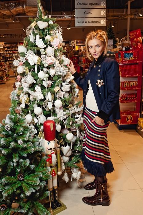Татьяна Навка украсила первую благотворительную ёлку в «Азбуке Вкуса»