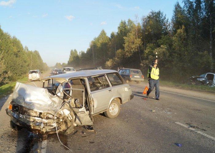 На трассе под Томском столкнулись 5 машин