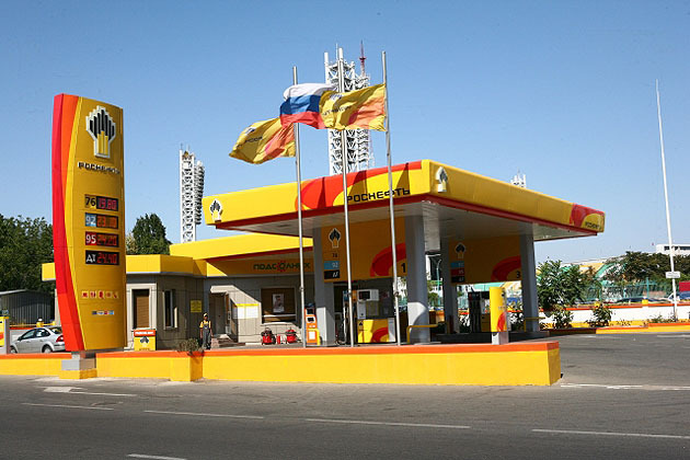 """""""Роснефть"""": слишком низкие цены на бензин приведут к дефициту"""