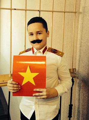 Сын отправился сообщать благую весть в виде Иосифа Сталина…