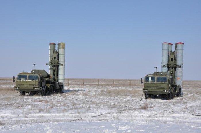 Российский С-400 «Триумф» против американского Patriot - чей «зонтик» надежнее?