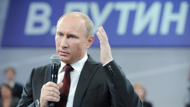 В. Путин считает, что пик кризиса в России пройден.