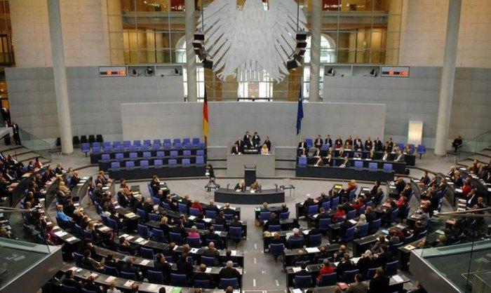В Бундестаге предупредили о намерении Запада вытеснить РФ с рынка газа