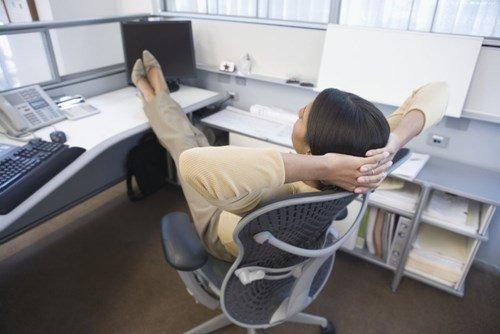 фото ножек девушек в офисе