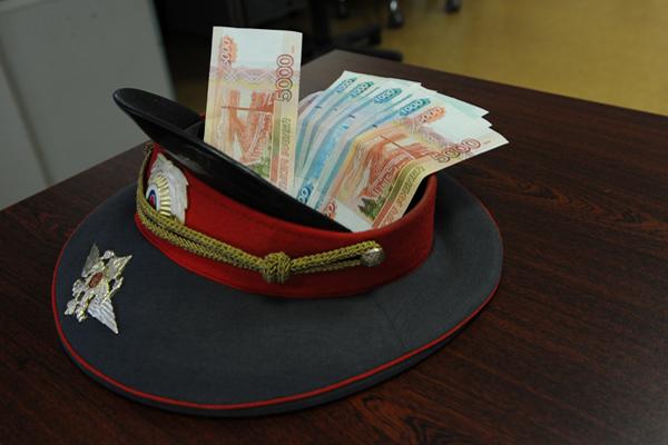 В Тюменской области сотрудники правоохранительных органов обвиняются в получении взятки