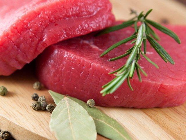Медики выяснили, какое мясо полезнее - белое или красное.