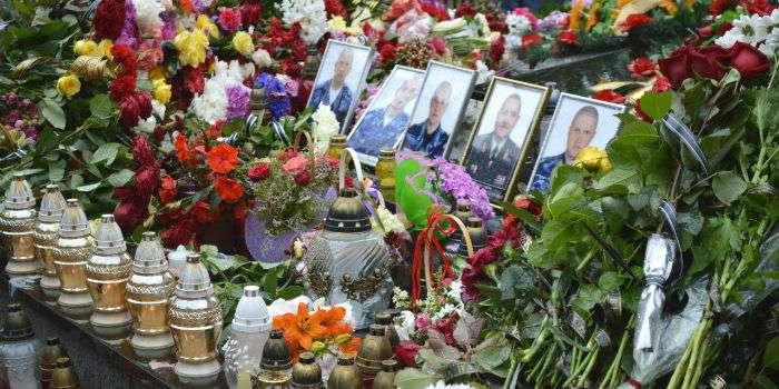 Украина: погибшие военные никому не нужны