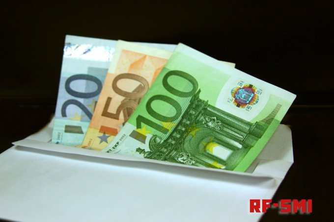 Швейцарцам могут начать выплачивать деньги просто так... без работы