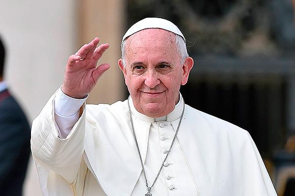 Папа Римский застрял в лифте и опоздал на проповедь