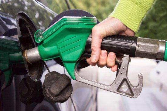 Цена литра бензина может дойти до 40 рублей к новому году.