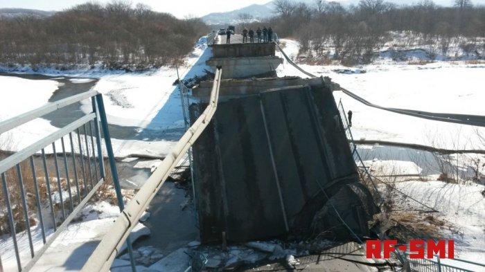 Мост рухнул возле поселка Новолитовск
