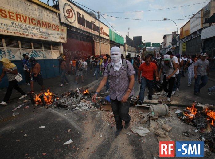 Голодный бунт вспыхнул в столице Венесуэлы Каракасе