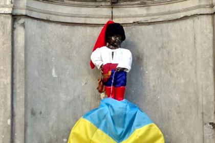 """В Брюсселе неизвестные хулиганы устроили переодевание """"писающего мальчика"""""""
