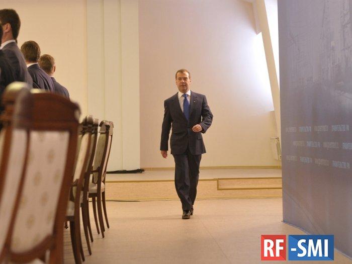 """Д. Медведев назвал  А. Навального """"политическим проходимцем"""""""