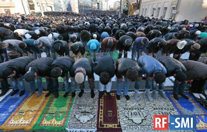 Тысячи мусульман отмечают Курбан-байрам в Москве
