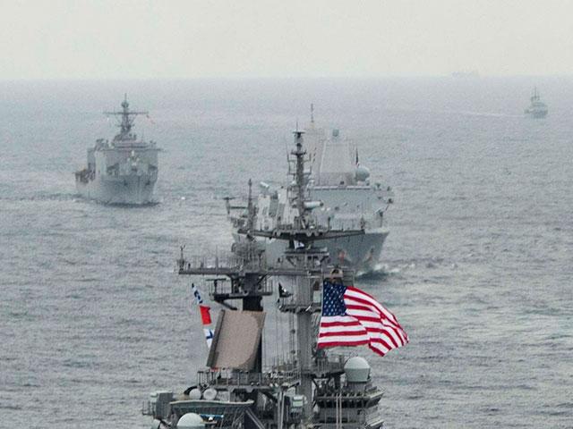 В КНР заявили, что американский эсминец совершил проход через Тайваньский пролив