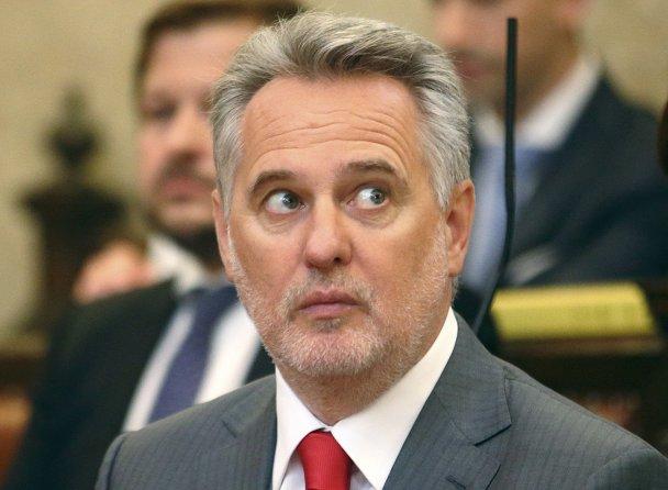 Зеленский помогает олигарху Фирташу наживаться на населении Украины