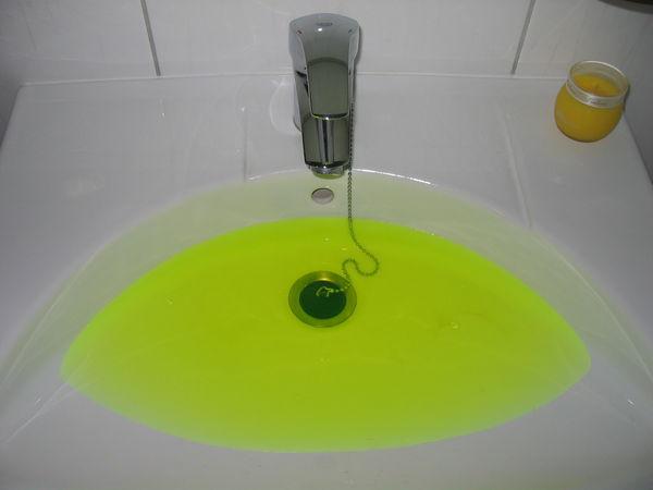 Воду в Рязанском районе на время покрасят в зеленый цвет