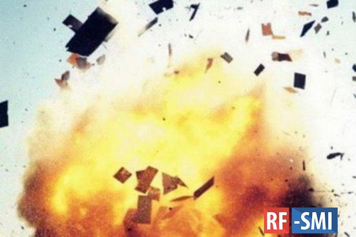 В Петербурге на территории завода взорвался и горит водород