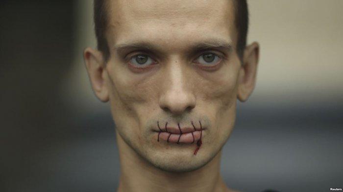 Арестованного во Франции художника Павленского перевели в карцер