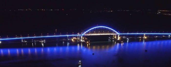 Пётр Порошенко поздравил украинцев с открытием Крымского моста.