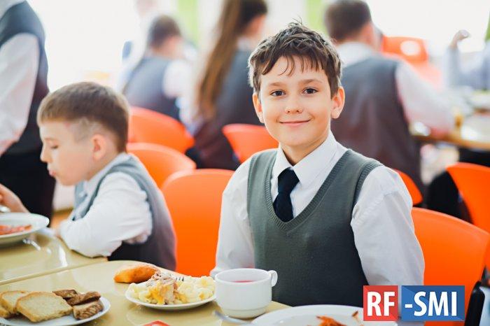 Котлеты на пару, брокколи и стакан молока – депутаты Госдумы настроились на преобразование школьного меню