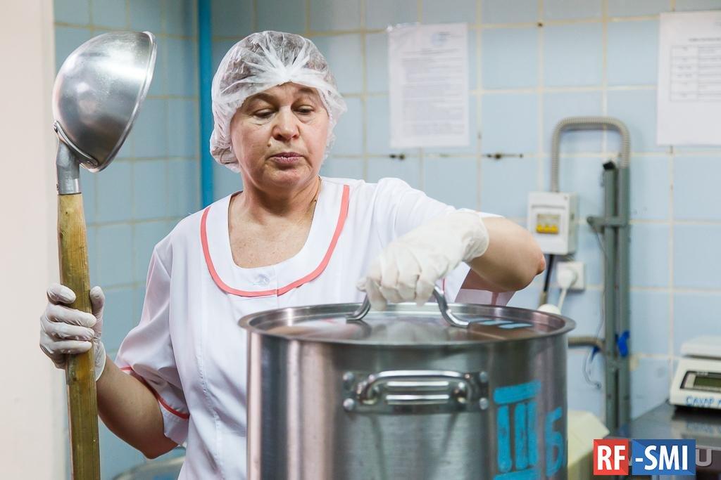 Каждый третий россиянин недоволен едой в школьных столовых и больницах