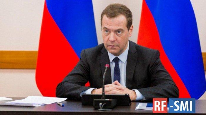 """Медведев признал, что многие россияне """"просто выживают"""""""