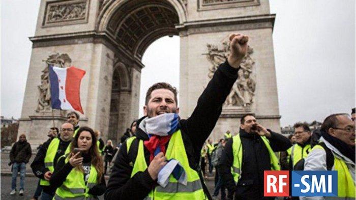 Власти Франции начали подготовку к референдуму — СМИ
