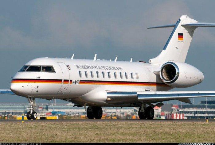 В Берлине совершил аварийную посадку самолет правительства ФРГ