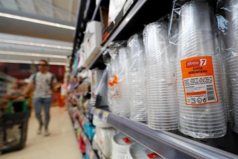 ЕС ввел запрет на одноразовую пластиковую посуду и гигиенические палочки