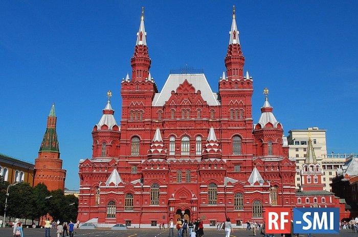На Красной площади возле Исторического музея застрелился сотрудник полиции