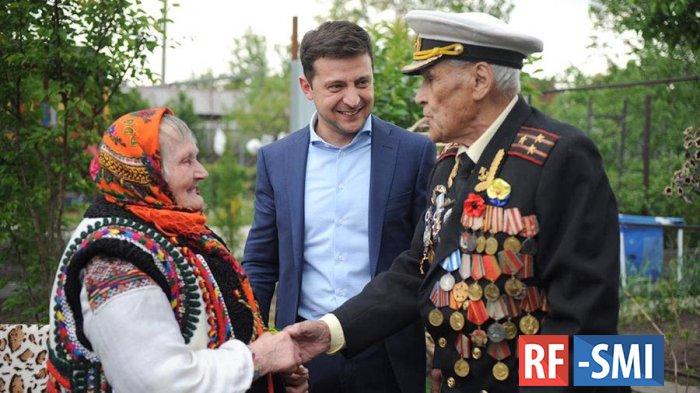 Зеленский опубликовал фото с капитаном СССР и связной УПА