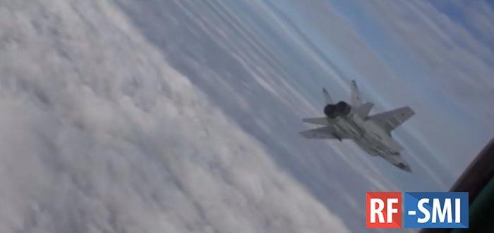 Обгоняя ракеты: полет МиГ-31 в ближнем космосе сняли на видео