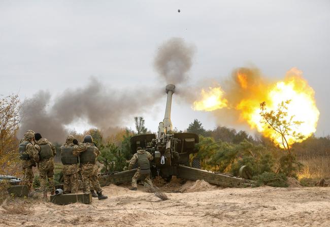 Жители Донецка сообщили о мощных обстрелах с раннего утра