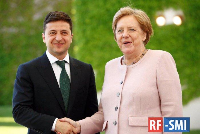 Зеленский прокомментировал нежелание помочь трясущейся Меркель
