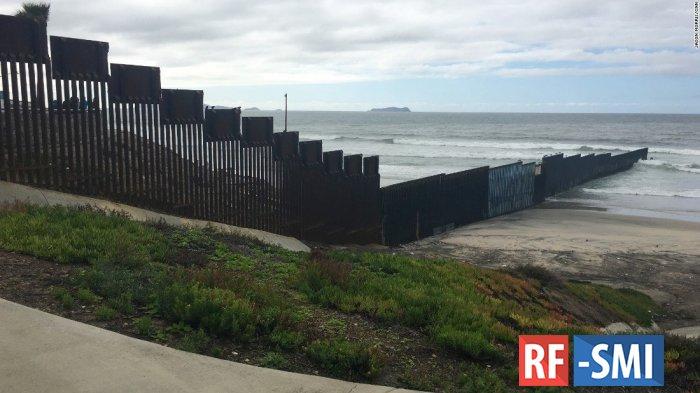 Семь мигрантов погибли из-за сильной жары на границе с США