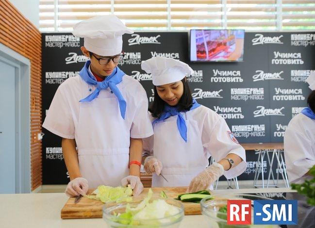 Школьники из Вьетнама приняли участие в образовательных сменах «Артека»