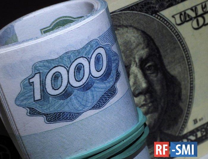 Рубль уверенно растет к доллару и евро вслед за нефтью
