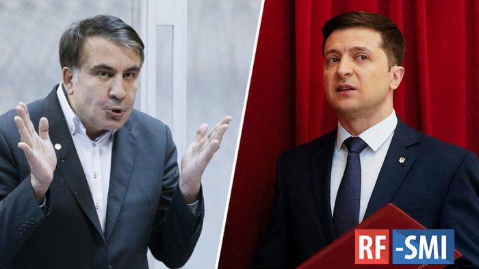 Саакашвили слился с выборов и заодно пытается понравиться Зеленскому