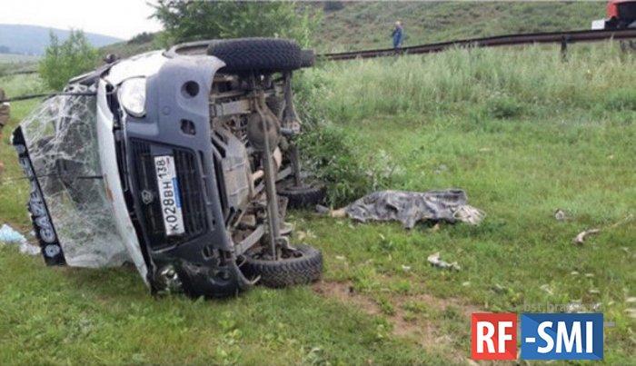 В Иркутской области перевернулась скорая помощь, погибла беременная женщина