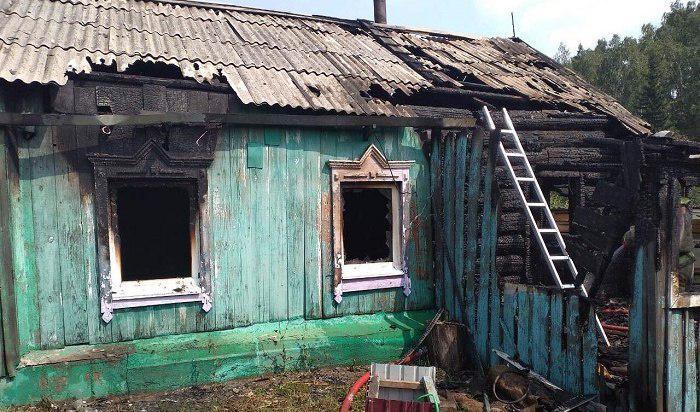 Женщина и трое детей заживо сгорели в частном доме в Иркутской области