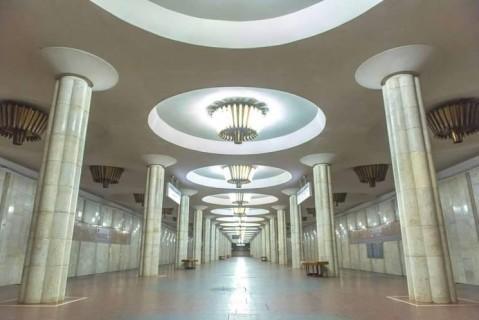 В харьковском метро мужчина с ножом набросился на полицейского