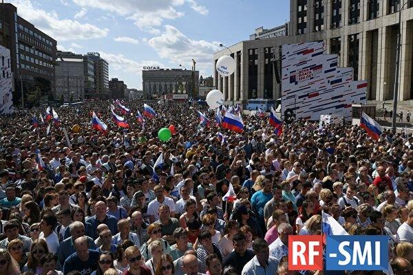 Либеральная тусовка попыталась дискредитировать День государственного флага РФ