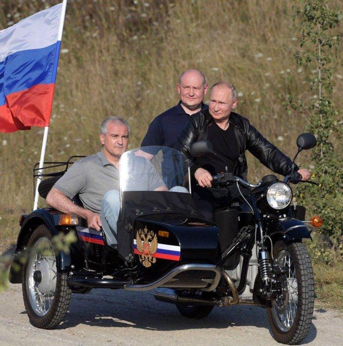 Владимир Путин в Севастополе посетил международное байк-шоу