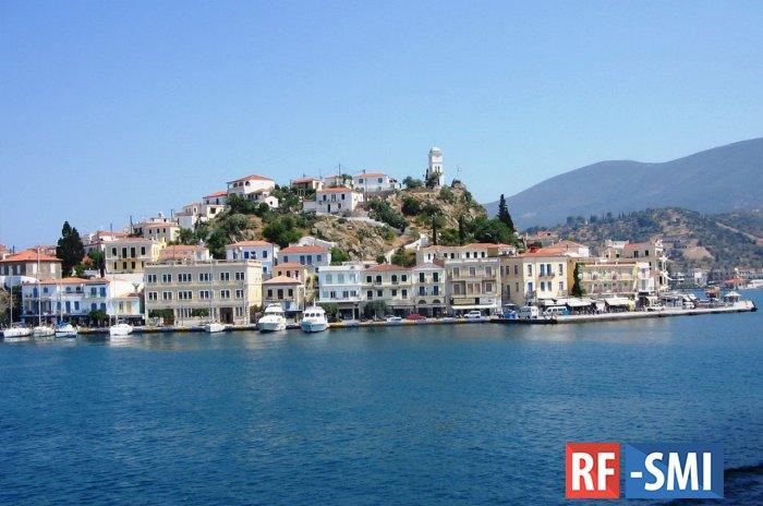 Частный вертолет упал в море в Греции
