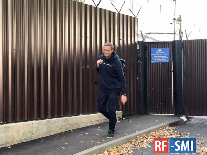 Навальный вышел на свободу после административного ареста