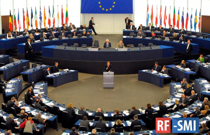«В ином случае нас вышвырнут на обочину»: в Брюсселе призвали отменить санкции против РФ